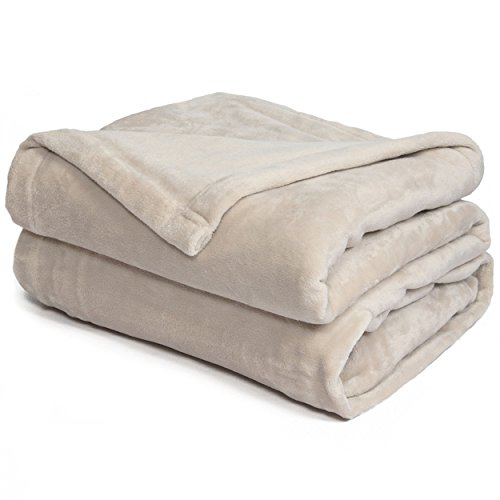 Effortless Bedding Oversized Plush Semi-Fitted Bed Blanket (California King, Sand Shell)