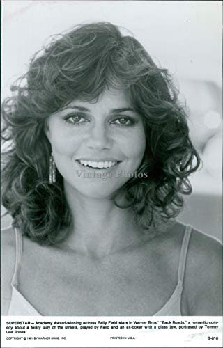Vintage Photos 1981 Press Photo Actress Sally Field Celebrity Back Roads Romantic Comedy 7X9