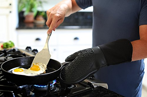 Large Product Image of Silicone Oven Mitts with Quilted Cotton Lining - Professional Heat Resistant Potholder Kitchen Gloves - 1 Pair (Black) - Homwe