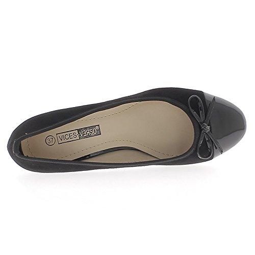 Escarpins noirs à petits talons de 3,5cm aspect daim bouts ronds