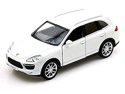 Porsche Cayenne Turbo 1/36 White