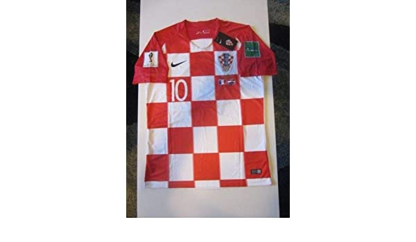 047ab4dec01 Amazon.com   Dri-FIT Luka Modric  10 Croatia HNS Hrvatska 2018 World Cup  Large Home Jersey Patches Final Match Detail   Sports   Outdoors