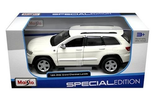 (New 1:24 W/B SPECIAL EDITION - WHITE JEEP GRAND CHEROKEE LAREDO Diecast Model Car By Maisto)