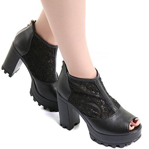 Schuhe mit Häkelspitze