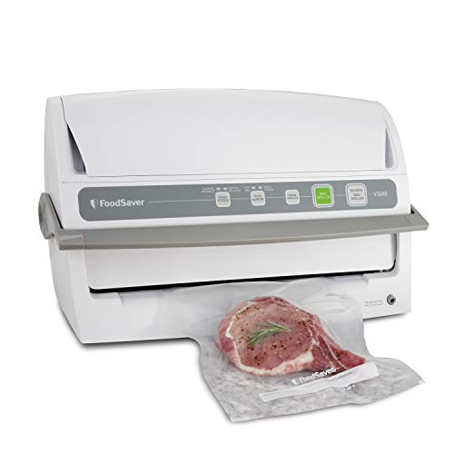 (FoodSaver V3240 Vacuum Sealing System with Starter Kit)