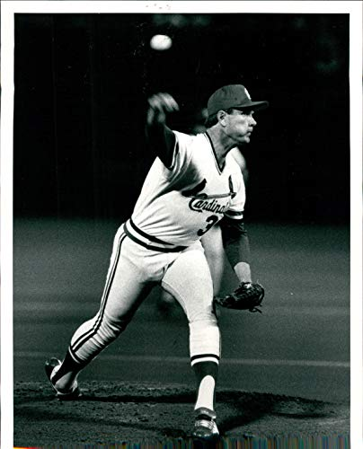 (Vintage Photos Press Photo Sports Bob Forsch St Louis Cardinals Pitcher Baseball 8x10)