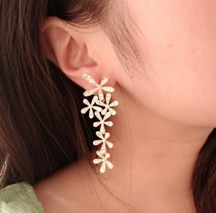 iamond flower earrings earrings five leaves and flowers shining earrings earrings level connected send girlfriends ()