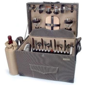 Picnic and Beyond Wooden Picnic Box w Service For 4 by Picnic & Beyond