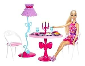 Barbie - Mini accesorio casa glam: comedor con muñeca (Mattel X7942)