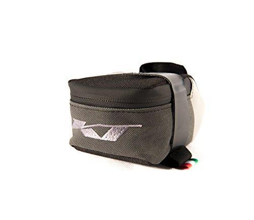 Sattel RACE Fahrradtasche (28-Zoll-Rad). Material mit innerem Kunststoff. Wasserdichte technische Ausrüstung / Saddle RACE Bike Bag (28-inch wheel). Material with inner plastic. Waterproof Technical E