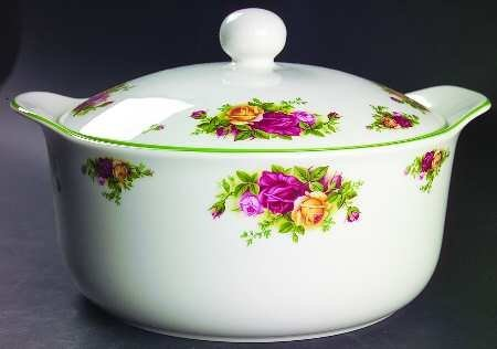 ROYAL ALBERT OLD COUNTRY ROSES 3 QT ROUND COVERED CASSEROLE ()