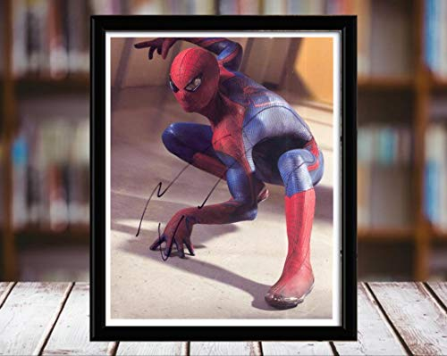 Andrew Garfield Autograph Replica Print - Spiderman 2 - Action Shot - 5x7 Desktop Framed Print - Portrait