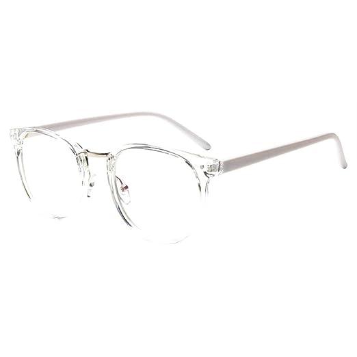 Gafas retro con montura transparente realizadas enteras en plástico.