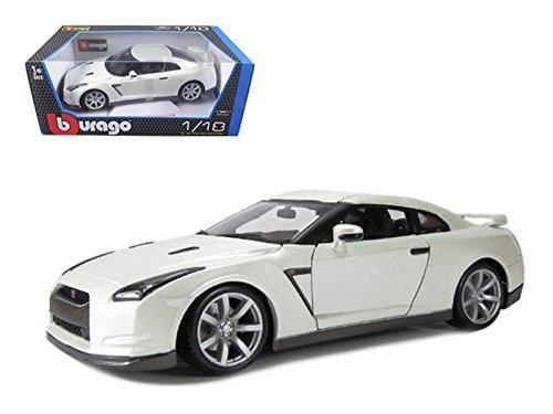 Bburago 12079 2009 Nissan GT-R R35 Pearl White 1/18 Diecast Model Car