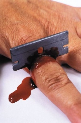 - Bloody Razor Blade (8 Pieces) [Toy]