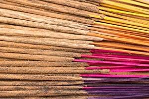 Dhyana - INCENSO ARTIGIANALE INDIANO PREGIATO - 115 bastoncini circa a caso - 1 profumi super nel tuo ordine: LOTO - Provenienza India - Qualità PREMIUM