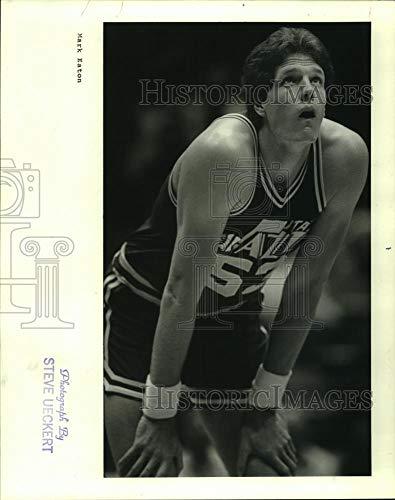 - 1985 Press Photo Utah Jazz basketball player Mark Eton is MBA's top shot blocker