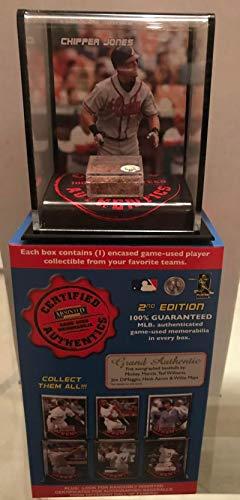 - CHIPPER JONES BRAVES 2007 MOUNTED MEMORIES GAME USED DIRT DISPLAY CASE MLB HOLOGRAM