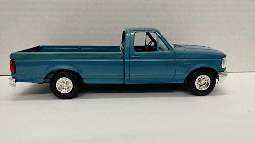 AMT 8920 1992 Ford F-150 XLT 1:25 Scale Built-up Plastic Promo - Bimini Blue from AMT