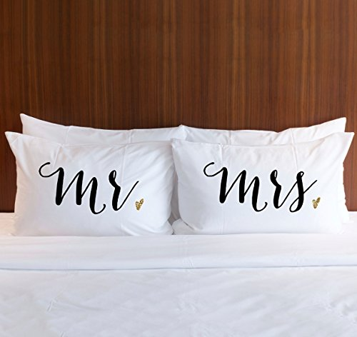 (Pillowcase Set Mr and Mrs in Black with Gold Glitter, Pillow Cases Gift for Couples or Bride & Groom Wedding Bridal Shower Engagement Anniversary Wedding Gift for Newlyweds )