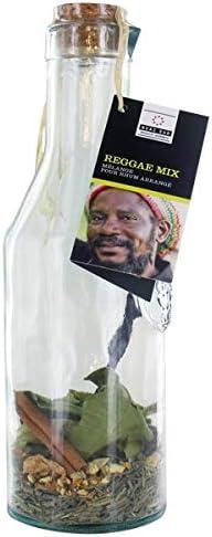 Mezcla de ingredientes en jarra para bebida Reggae Mix ...