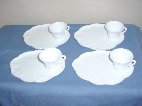 Set of 4 Milkglass Grapes Pattern Snack Plates & Cups (Pattern Snack Plate)