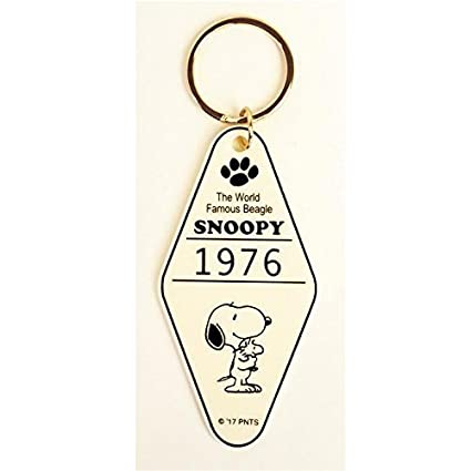 Amazon.com : Peanuts Snoopy Key Chain Charm Hotel Room White ...