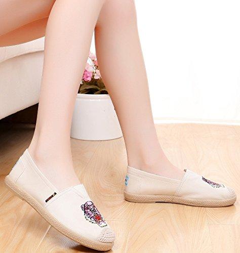 Satuki Geborduurde Schoenen Voor Dames, Chinese Stijl Instapper Handgemaakte Casual Loafer Platte Schoenen Off White