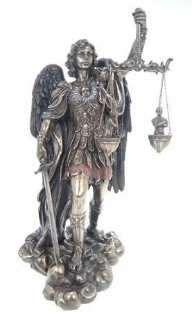 Estatuilla del Arcángel Miguel con espada y balanza