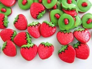 Kids Collection~ 20pc Red/Green Fruit Plastic Sewing Shank Button (Sb84-Strawberry) US SELLER SHIP FAST by www.craftembellishmentworld.com B00C8DRVYA