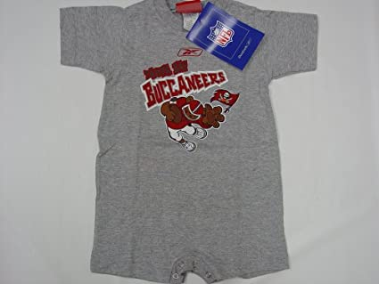 best cheap 2d7f2 19548 Amazon.com: Tampa Bay Buccaneers NFL Baby/Infant Onesie ...
