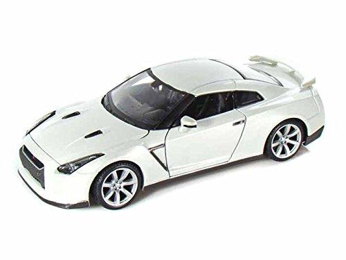 2009 Nissan Skyline GT-R 1/24 Pearl White - Maisto Diecast Models