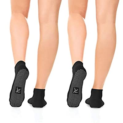 Amazon.com : Non Slip Grip Socks for Women and Men (2 Pairs) - Perfect for Hospital, Yoga, Trampoline, Barre & Home : Clothing