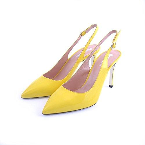 Decolte' a punta Pollini in eco vernice gialla con cinturino al tallone. Tacco slim basso da 9cm. SA10048 CEDRO