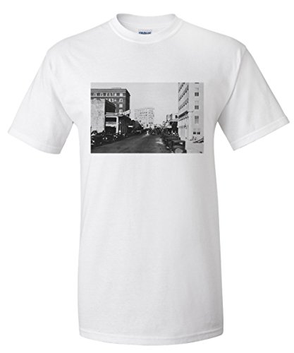Sarasota, Florida - City Pier View of Main Street (White T-Shirt - Shops Park Street Main City