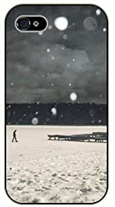 iPhone 5 / 5s Lonely walk in snow - black plastic case / Nature, Animals, Places Series