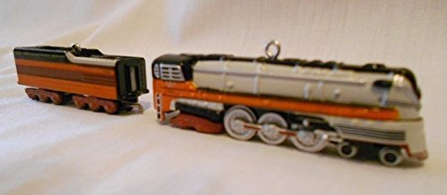 Hallmark Keepsake Lionel 1939 Hiawatha Steam Locomotive and Tender 2005 Christmas Ornament Set