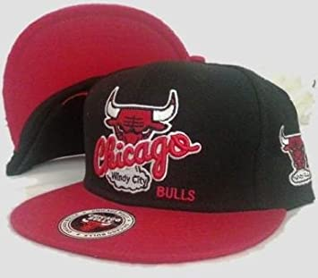 a7a58450842 Chicago Bulls Snapback Windy City black red Cap  Amazon.co.uk  Sports    Outdoors