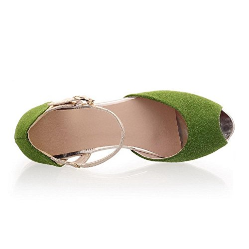 AllhqFashion Damen Gemischte Farbe Nubukleder Ohne Absatz Fischkopf Schuhe Schnalle Flache Sandalen Grün