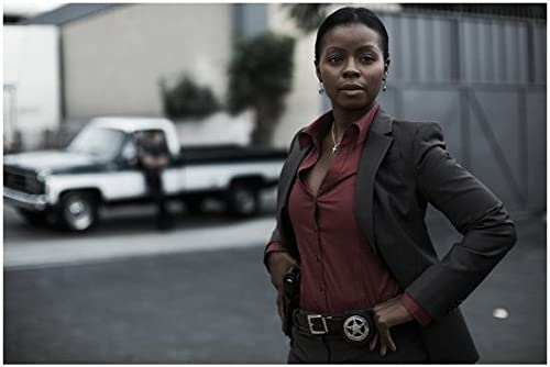 Justified Erica Tazel As Rachel Brooks Close Up Outside Holding Belt 8 X 10 Inch Photo At Amazon S Entertainment Collectibles Store Check out the latest pics of timothy olyphant. justified erica tazel as rachel brooks