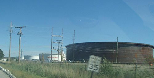 mother-duck-tank-at-the-enbridge-hartsdale-terminal-in-schererville-indiana-at-the-southeast-cor