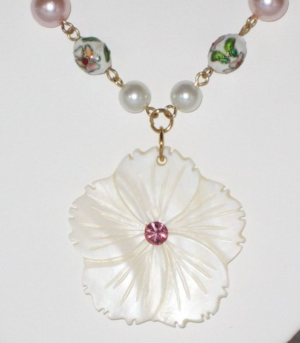 Pearl Shell Flower Necklace - 24