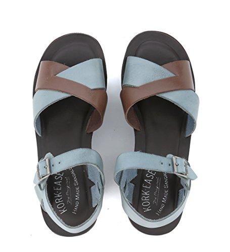Sandalia con cuña Kork Ease Ava en piel chocolate y azul claro Marrón