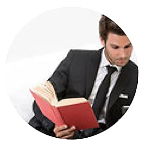 alfombrilla de ratón Hombre en el sofá con el teléfono móvil y el libro - ronda - 20cm