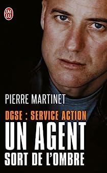 Un agent sort de l'ombre par Martinet
