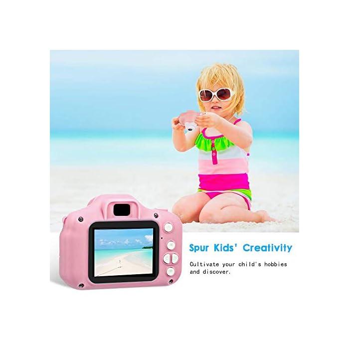 41GlU2y6VYL ❀【Video de 8MP y 1080P】 Pantalla IPS mejorada de 2.0 pulgadas recargable, esta cámara para niños viene con 8 mega pixeles incorporados en un lente poderoso frontal y posterior,en comparación con otras cámaras para niños, tiene una calidad de fotografía mucho superior. La cámara de video de juguete graba videos de hasta 1920x1080p, los niños pueden grabar cada uno de sus momentos felices en cualquier momento. ❀【Diseño a Prueba de Golpes y Material Ecológica】La cámara para niños en miniatura utiliza un diseño ecológico, no tóxico y atractivo, pequeño y liviano, muy fácil de transportar. El cordón desmontable les permite a sus hijos jugar con la cámara en cualquier momento, no solo para que aprendan a tomar fotografías, sino para capturar sus momentos felices, permitiendo que usted y sus hijos tengan una relación más cercana. ❀【Múltiples Funciones, más Diversión para los Niños】Viene con más funciones, captura de fotos, grabación de video, juegos, temporizador, zoom digital 3X, enfoque automático, etc. 6 efectos de filtro diferentes, 28 efectos de marco de fotos incorporados, aprovechando al máximo su creatividad e imaginación para hacer realidad el sueño de un pequeño fotógrafo.