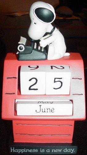 PAJ3219 Hallmark Snoopy Perpetual Calendar