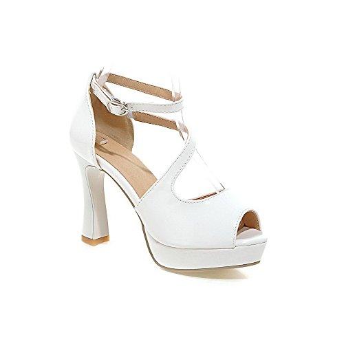 AllhqFashion Damen Fischkopf Schuhe Lackleder Rein Schnalle Sandalen Weiß
