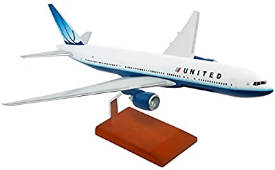 Mastercraft Models MCB777UNPU United Airlines B777-200 - Model Scale 1 by 100