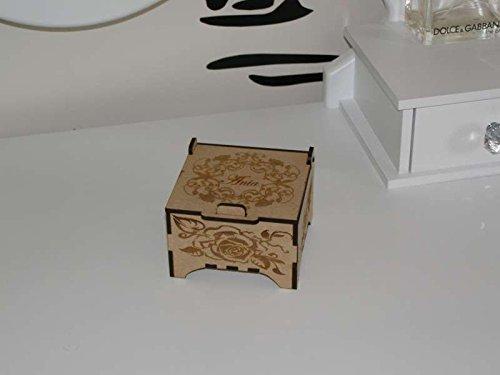 Joyero de recuerdo caja de madera cortada con láser con una tapa grabada.